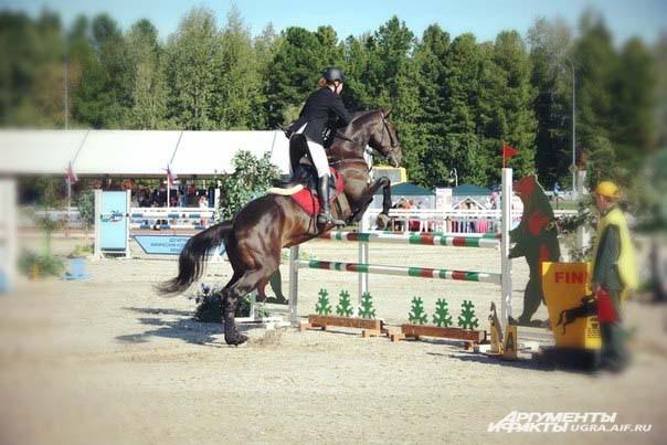 В первый день соревнований на маршруте № 1, в классе «Юноши», с высотой препятствий до 100см, лучший результат показала Софья Рысакова на лошади по кличке Каспар из Екатеринбурга.