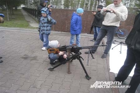А кто-то, в основном мальчики, испытали себя в военном деле.
