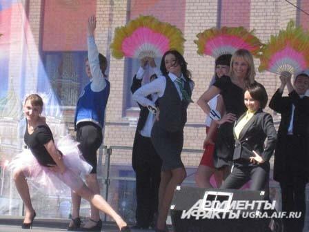 А в это время на центральной сцене начался  конкурс «Леди-Factory Ханты-Мансийска».