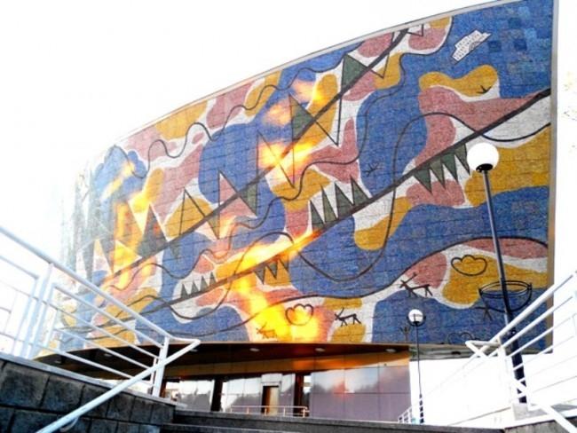 Галерея-мастерская художника Г.С. Райшева была открыта 1 октября 1996 г. как филиал окружного краеведческого музея. Здание Галереи посроено по проекту народного художника России С.В. Горяева. Фасад украшает мозаика по картине художника «Моя Сибирь».