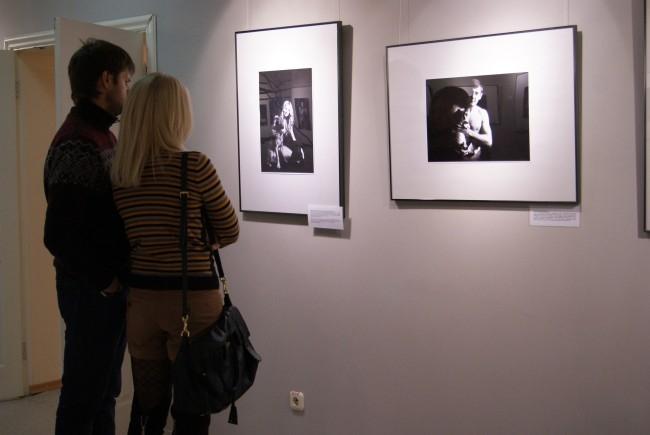 Проект представляет собой серию иллюстраций, на которых обнаженные люди (известные персоны Сургута) запечатлены с бездомными животными.