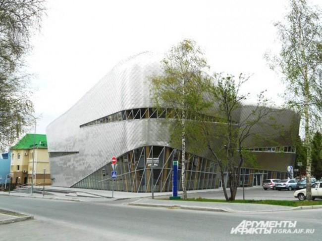 Шахматная академия. В 2010 год в Ханты-Мансийске построили единственную в России Шахматную академию. Комплекс, построенный по проекту известного голландского архитектора Эрика Ван Эгераата, позволяет проводить масштабные шахматные соревнования не только ф