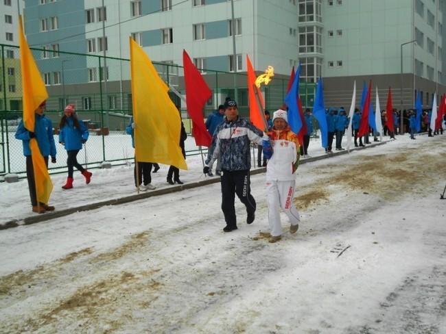 Ветеран Великой Отечественной войны Виктор Башмаков первым пронес факел Олимпиады в Ханты-Мансийске.