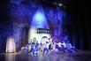 Главный герой спектакля – Арлекин. Его играет лауреат международных конкурсов Сергей Потапов.