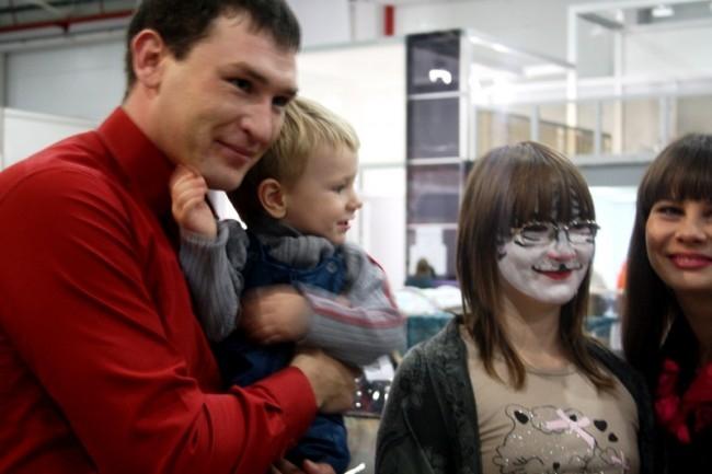 Выставку посетили самые рьяные любители кошек. Некоторые даже раскрасили лица под стать своим питомцам.