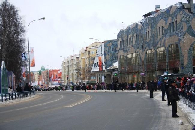 На центральной площади огонь задержался всего лишь на час и дальше продолжил свое путешествие по улицам города.