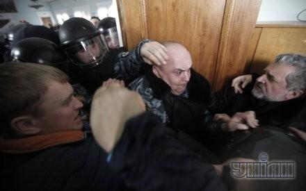 """Участники драки между активистами ВО """"Свобода"""" и милицией"""