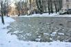 Голосеевский район. Снег началтаять