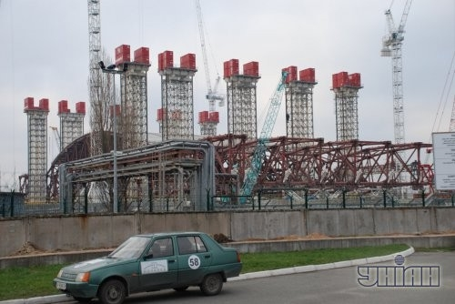 Первый подъем восточной части арки на площадке объекта «Укрытие» Чернобыльской АЭС