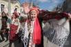 Участники празднования Масленицы во время народных гуляний в Евпатории