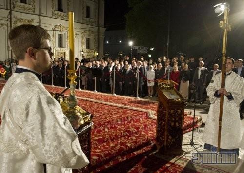 Пасхальное богослужение в Свято-Успенском соборе Киево-Печерской Лавры в Киеве