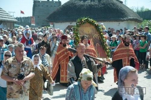 Народные мастера во время городского семейного праздника «Пасха на Хортице»