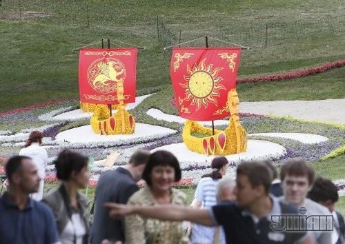Выставка цветочных композиций, приуроченная к 1025-летию крещения Киевской Руси на Певческом поле
