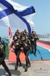 Парад моряков во время Дня флота
