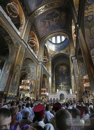Участники божественной литургии по случаю 1025-летия Крещения Киевской Руси во Владимирском соборе