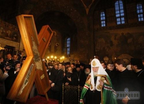 Глава русской православной церкви, Патриарх Московский и всея Руси Кирилл возле Креста апостола Андрея Первозванного