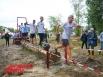 Прохождение бревна осложняла скользкая грязь