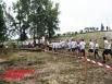 Перед прохождением бревна участники выстраивались в очередь