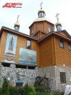 Новая деревянная церковь построена совсем недавно.
