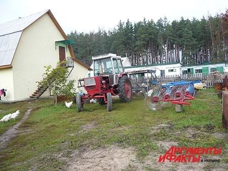 Чтобы обрабатывать свой надел и собирать урожай, монахиням приходится осваивать азы вождения сельхозтехники.