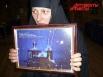 Матушка Спиридония показывает уникальный снимок: во время чтения сестрами молитв – неусыпной псалтыри – объектив запечатлел огненный «провод», протянувшийся от монастырского храма в небо.