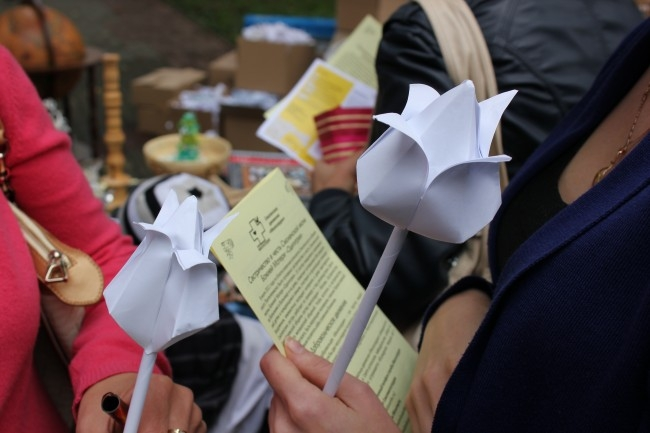 """В Смоленске прошла крупномасшабная благотворительная акция """"Белый цветок""""."""