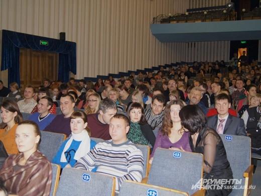 Зрители занимают свои места