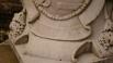 Львы держат герб рода Шереметьевых, внизу на латыни начертано «Бог сохраняет всех»