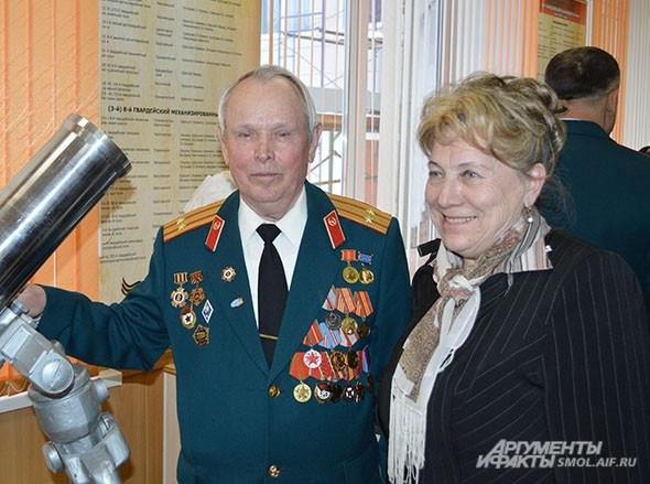 Слева - Инна Лаврова, дочь танкиста, председатель Смоленской региональной общественной организации «Родник»