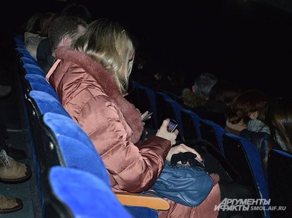 Выключаем звук на мобильных - чтобы не отвлекаться от концерта