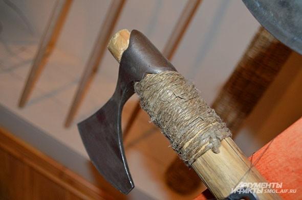 Если верить историкам, топоры - самое распространенное оружие представленной эпохи
