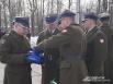 Польские солдаты зажигают лампады