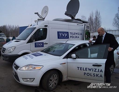 На памятные мероприятия собралось много польской прессы