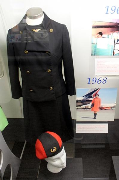 Использовавшаяся американскими авиалиниями в 1968-1970 годах форма стюардесс, сшитая по дизайну Гарри Гилберта.