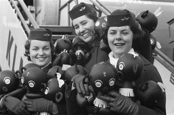 Стюардессы в 1960 году.