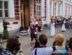 У Художественной галереи - театр уличного искусства собрал множество зрителей