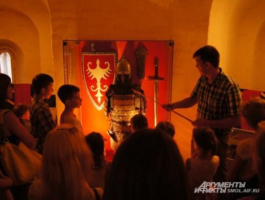 А в музее рассказывали про рыцарские доспехи