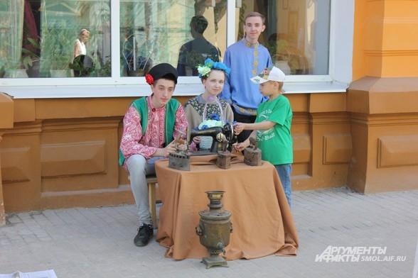 Смолянам показали костюмированное шоу