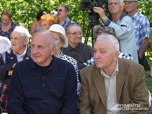 Директор музея Виктор Кулаков (справа)