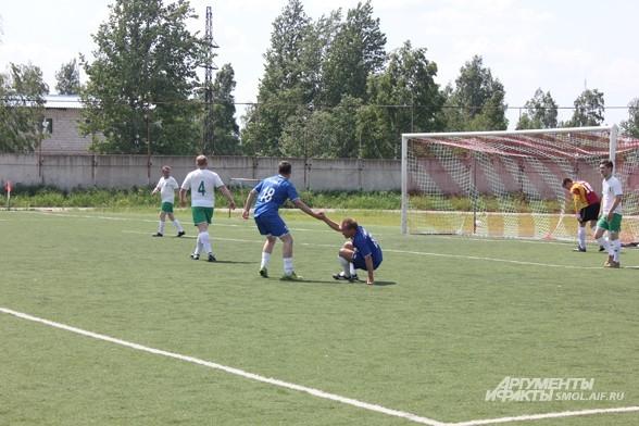 Смоленские ди-джеи сыграли в футбол с ведущими