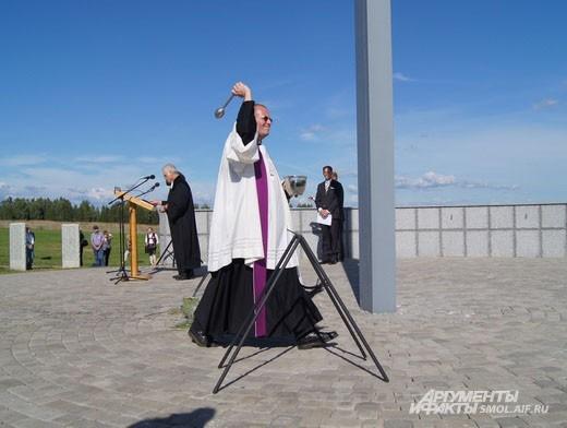 Освящение мемориала//Dedicating the memorial
