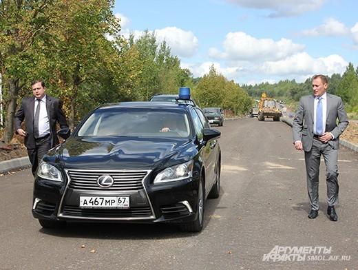 Видя то, что рабочие не успевают, в дело решили вмешаться губернатор Алексей Островский и его первый заместитель Михаил Питкевич