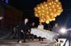 Ленты удерживают шары, укрывающие звезду