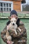 Юрий Федотов и Тоша, которого хозяева выкинули из окна четвертого этажа в пылу ссоры. Федотовы подобрали малыша, отвезли к ветеринару и выходили.