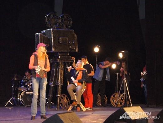 Сценка съемки фильма на открытии фестиваля