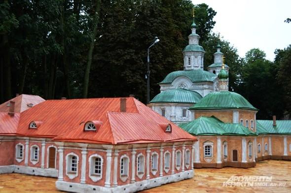 Авраамий служил в монастыре Святого Креста в Смоленске до своей смерти в 1219 году. А в 1549 году он был канонизирован на Московском Соборе и стал первым смоленским, а затем и общерусским святым.