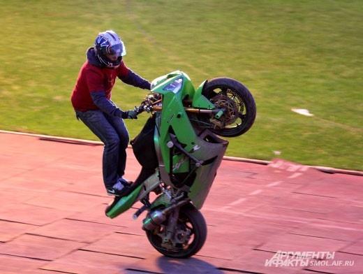 Виртуозы на мотоциклах.