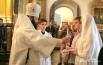 Епископ Исидор благославляет молодоженов