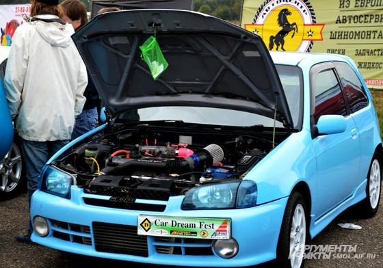 На каждом авто - мешочек, в который гости фестиваля могли положить свой специальный талон, таким образом отдав машине свой голос