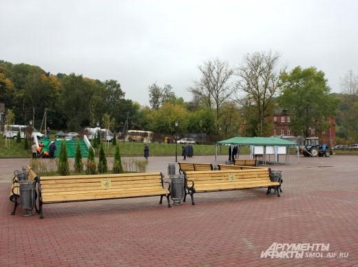Для приема официальной делегации на набережной установили шатер, правда, Дмитрий Козак в него так и не зашел.